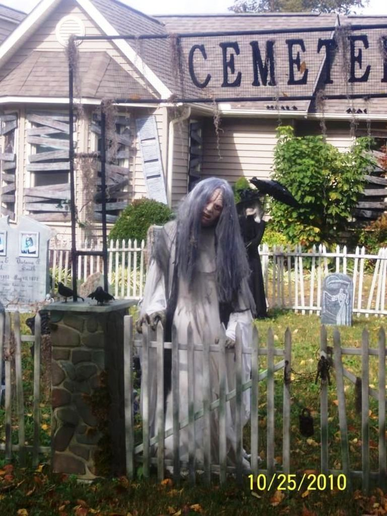 Cool Halloween Yard Decorations Halloween Costumes And Ideas - Halloween Graveyard Decorations