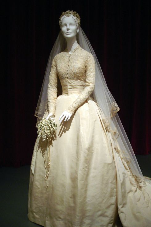 grace kelly wedding dress details - Căutare Google | Wedding dresses ...
