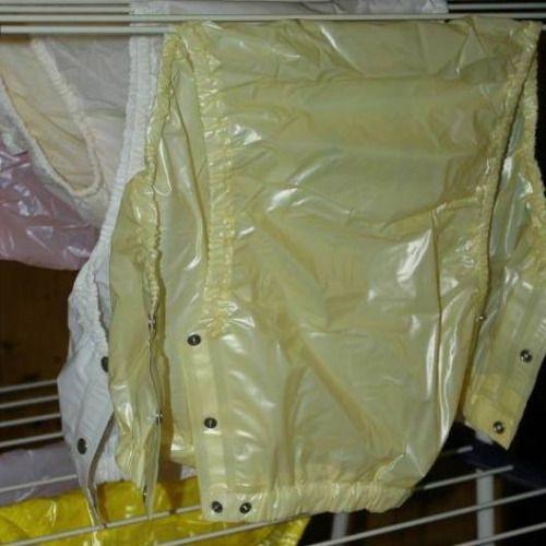 im waschk che geh rt nachbar ich sehe frische gelbe gummihose und ich nehme eine mit ich ziehe. Black Bedroom Furniture Sets. Home Design Ideas