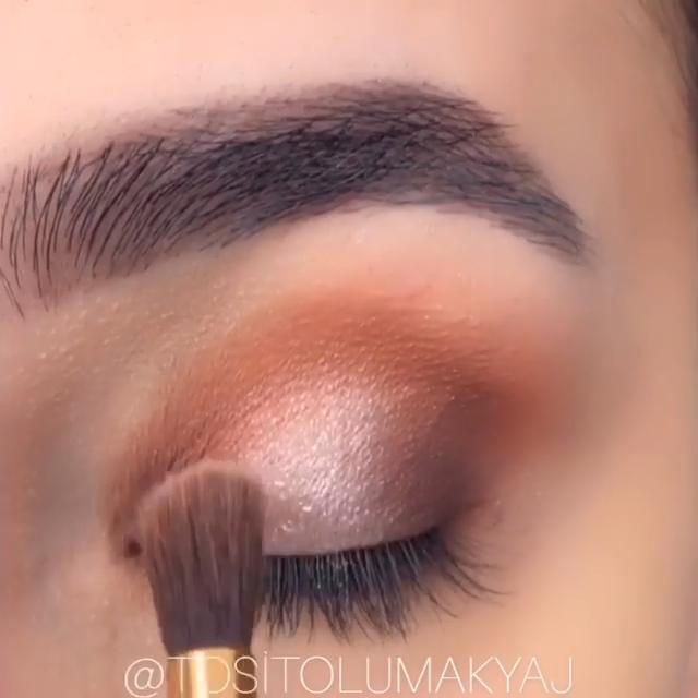 Easy and Quick Eye Makeup Tutorial #eyeshadowlooks