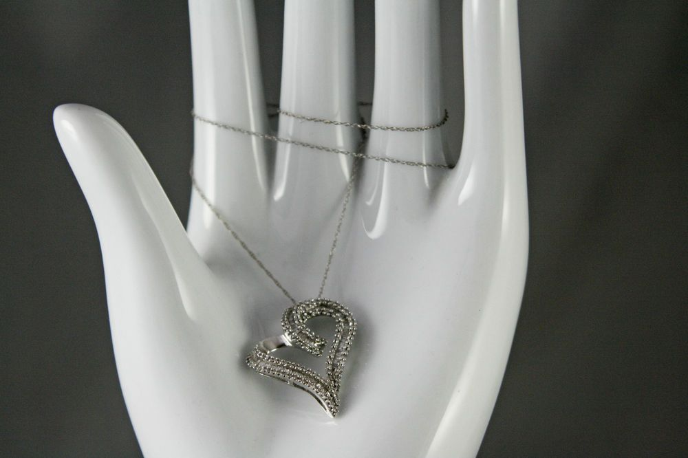 10 kt White Gold and .50 ct Diamond Heart Pendant on 18  10 Kt Rope Chain