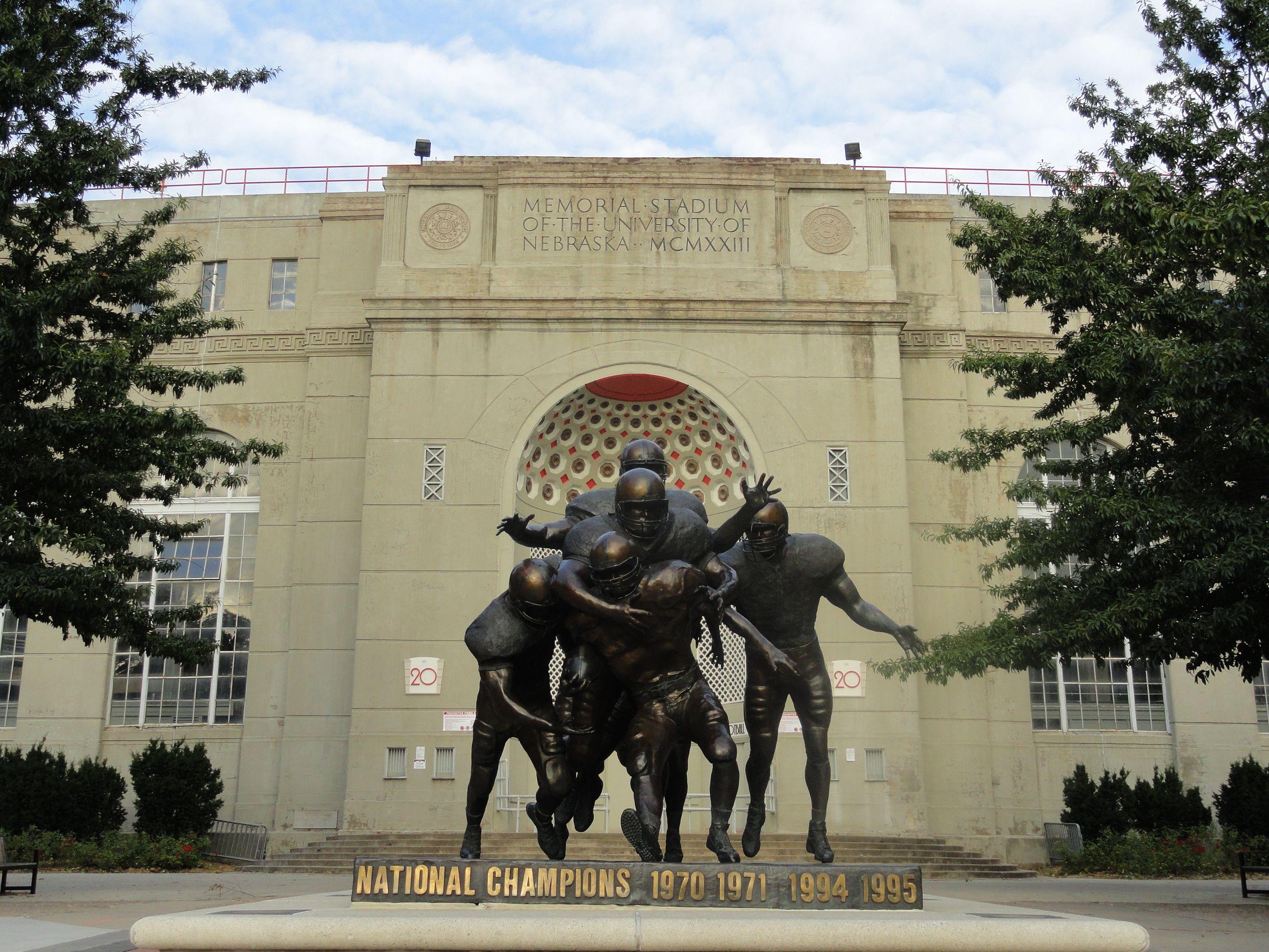 Huskers Legacy Bronze Football Statue Google Search Nebraska Cornhuskers Football Nebraska Football Nebraska