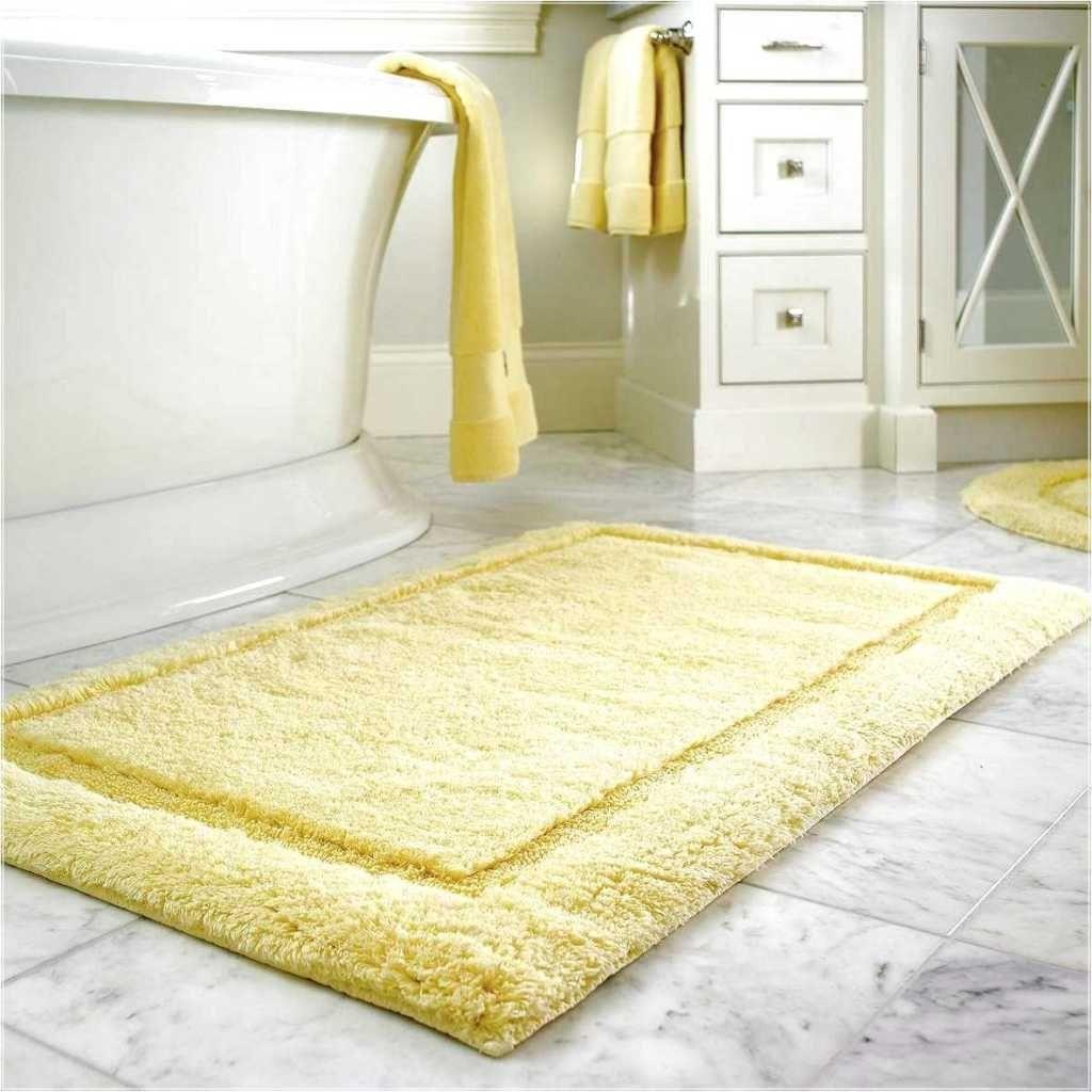 Shaggy Gelb Bad Teppich Mit Marmor Bodenfliesen Und Weisse Wanne Fur