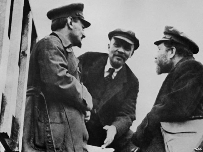 Резултат с изображение за Владимир Ленин и Лев Троцки