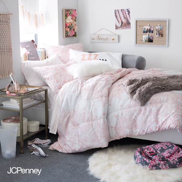 Give Your Dorm Room That Old Hollywood Glam With The All