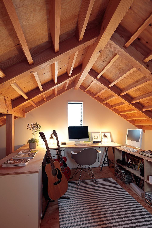 ここにいるだけで幸せ 私だけの書斎へようこそ 屋根裏のベッド