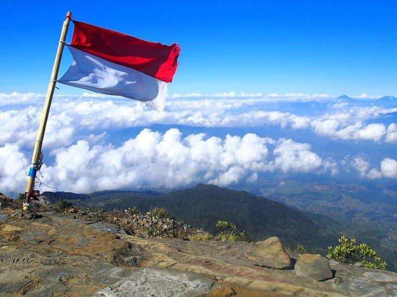 13 Puisi Panorama Alam Indonesia Kumpulan Puisi Tentang Keindahan Alam Semesta Puisi Tentang Alam Indonesia Dan Keindahannya 4 Di 2020 Gambar Lucu Alam Indonesia