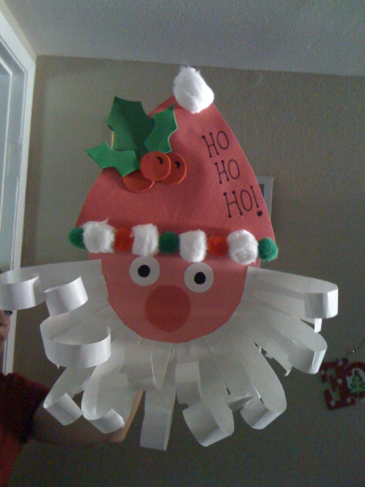 Construction paper santa easy preschool christmas craft for Cute paper crafts