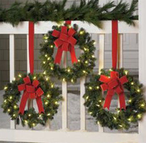 Simple Ways to Decorate your Outdoors for Christmas #christmas #outdoor #christmasdecor #outdoorchristmasoors for Christmas