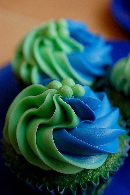 Green and blue cupcakes