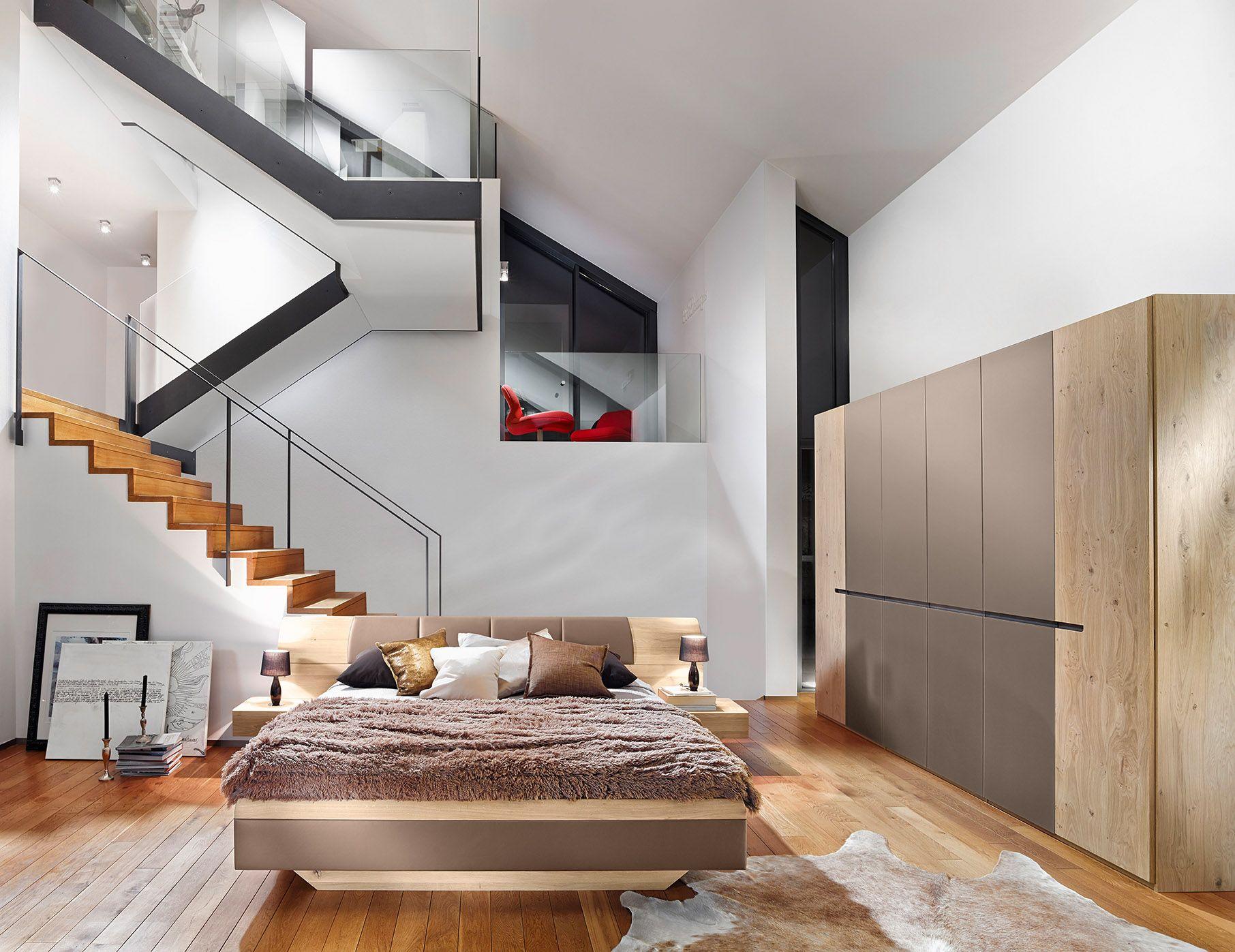 Ein Schlafzimmer zum träumen. Echtes Holz. Echtes Leder