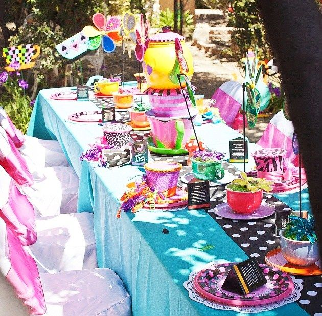 Alice In Wonderland Party Guest Feature
