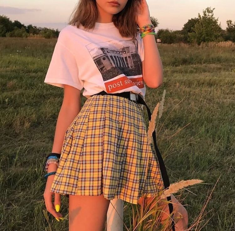 College Pleated Yellow Skirt Baddie Style Summer Outfit Baddiestyle Baddieoutfit Baddieswag In 2020 Edgy Outfits Aesthetic Clothes Indie Outfits