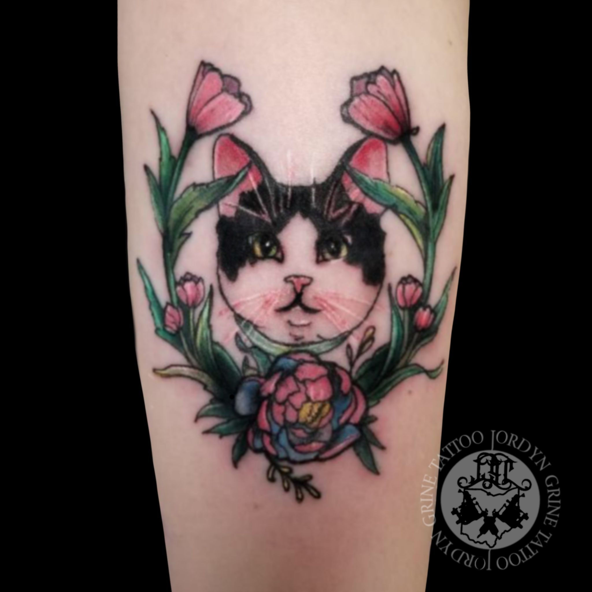 Cat Tattoos Are Always Awesome Check Out This Color Neo Traditional Cat In Floral Reef Frame Tattoo By Jordyn Grine Tattoo At Framed Tattoo Tattoos Body Art