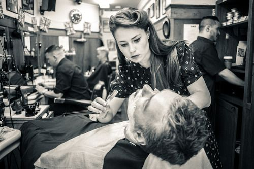 Rockabilly Guys And Gals Beautiful Girls Friseur Salon Barbercut