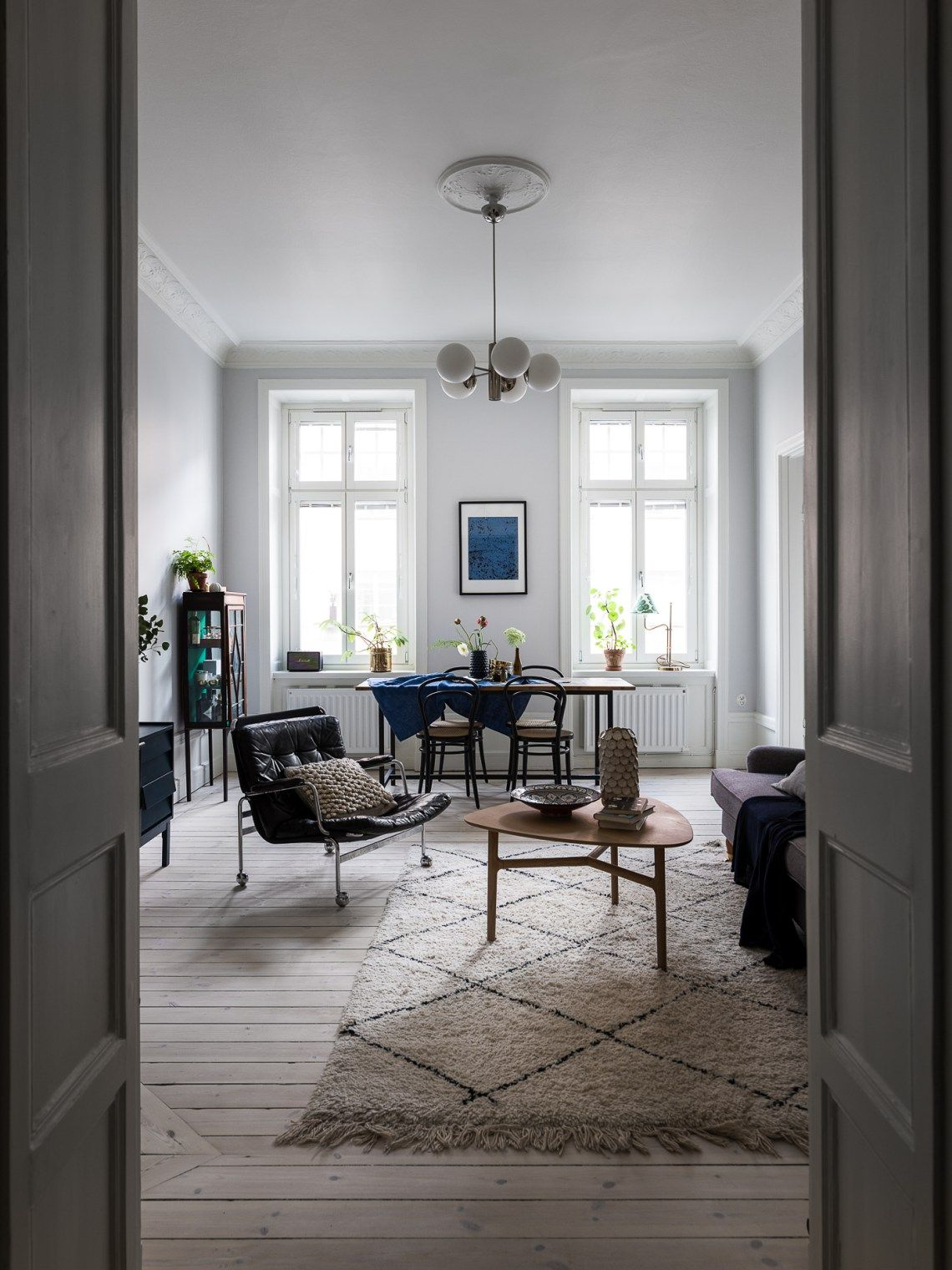 Cozy home with blue accents - via Coco Lapine Design blog