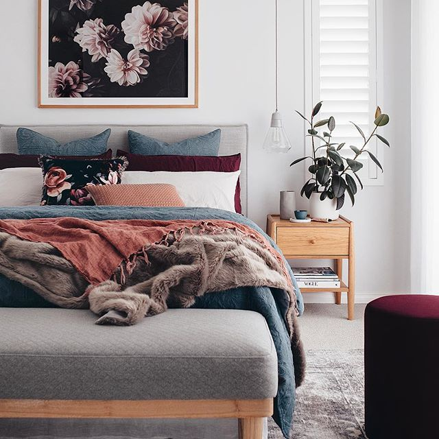 blue pink and burgundy colours make this bedroom oh so