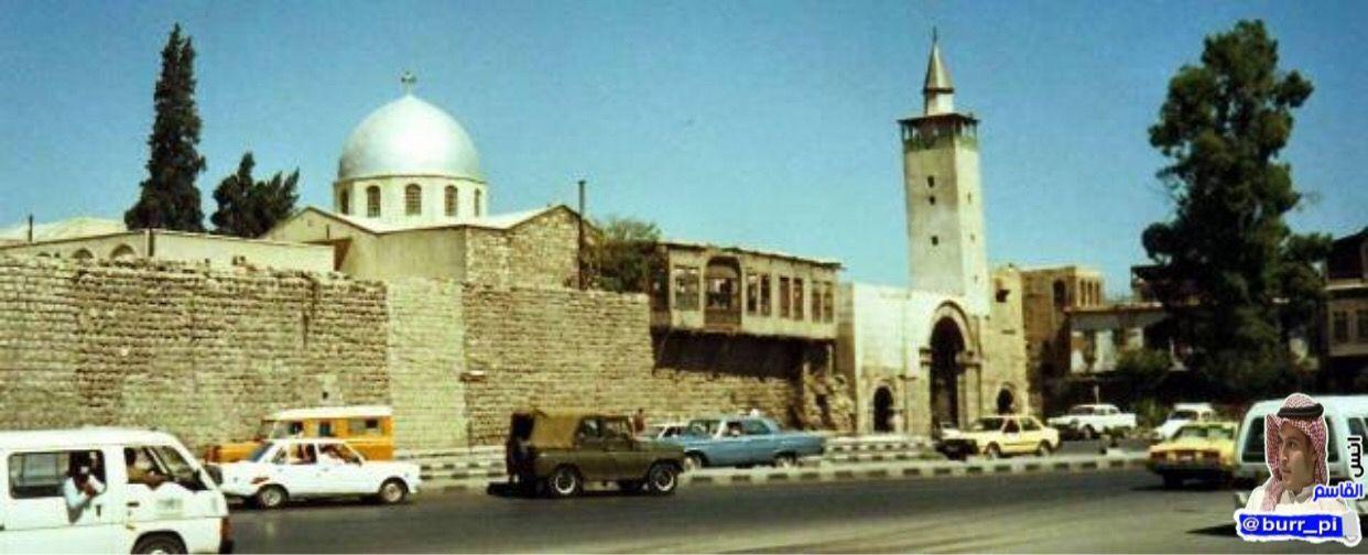 هنا في هذا المكان وتحديدا عند المنارة البيضاء باب شرقي دمشق سوف ينزل عيسى بن مريم عليه السلام في آخر الزمان واضعا كفيه على أ Taj Mahal Landmarks Building