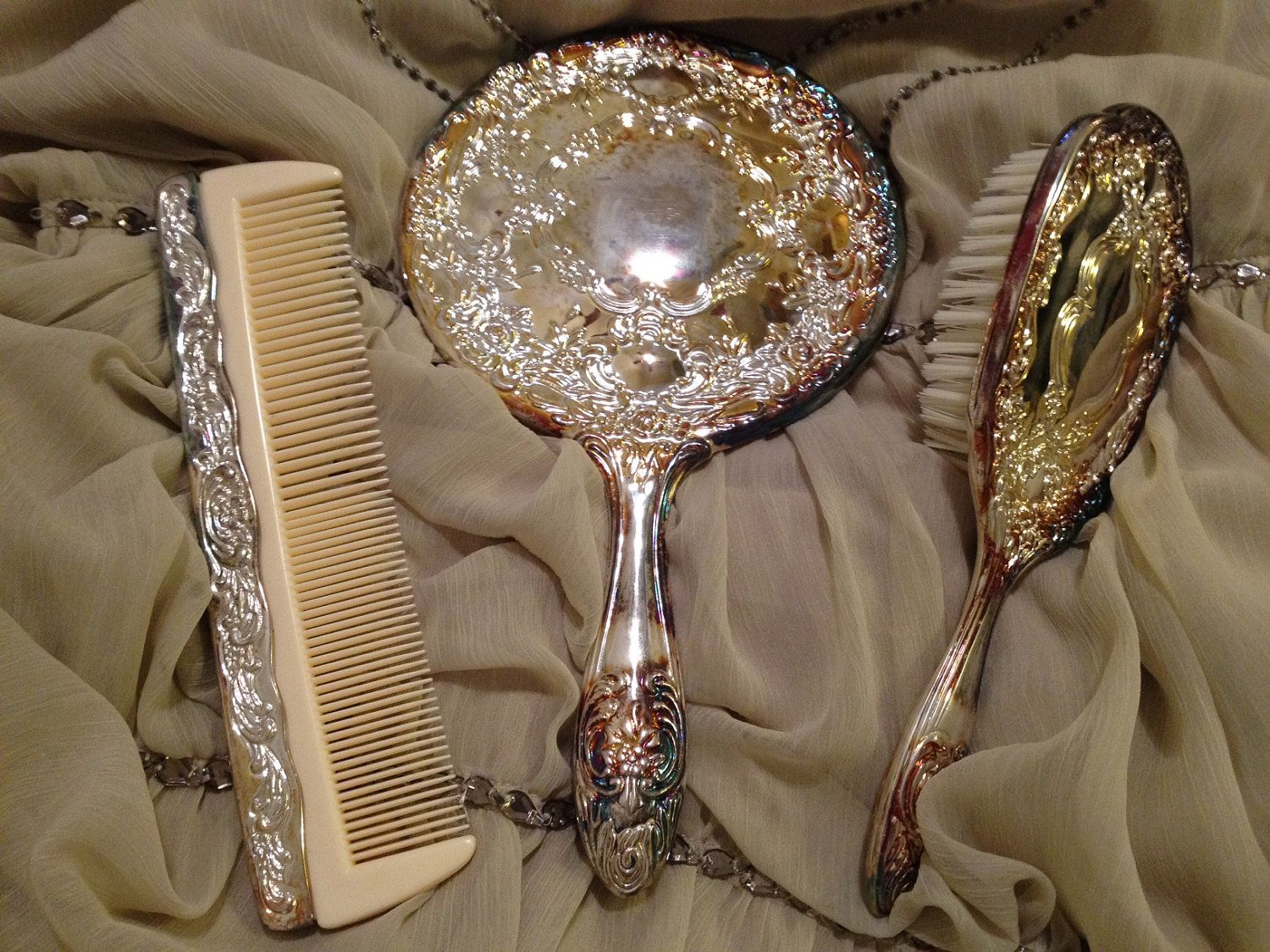 Needful Things Gorgeous Vintage Antique Silver-Plated 3-Piece Vanity Set. & GORGEOUS Vintage Antique Silver Plated 3 Piece Vanity Set Matching ...