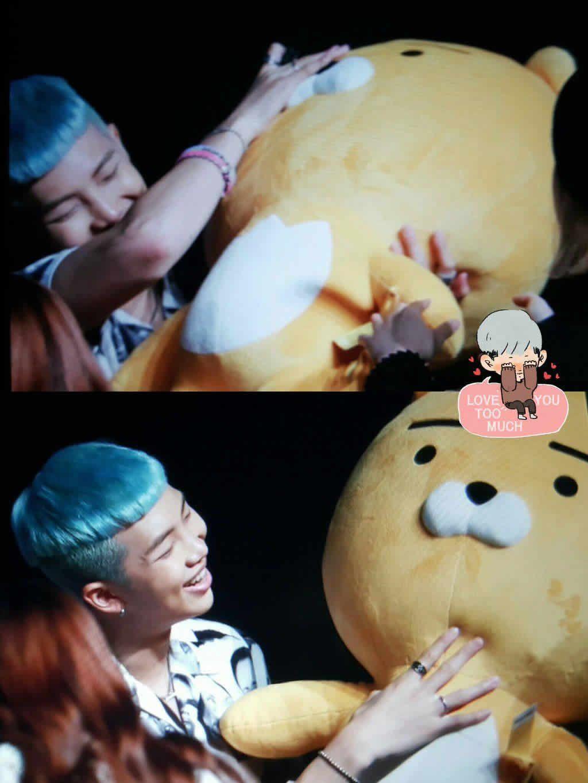 BTS Rap Monster y su muñeco Ryan de Kakao Friend