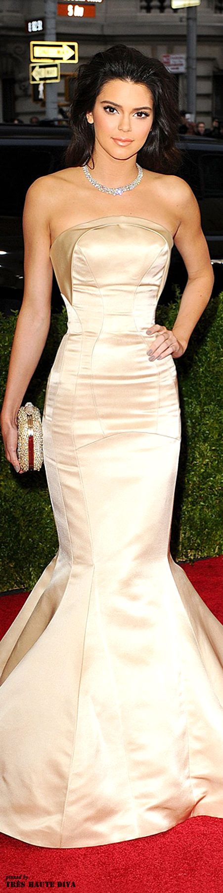 Kendall Jenner wore a bespoke gown by Topshop with a Chopard ...