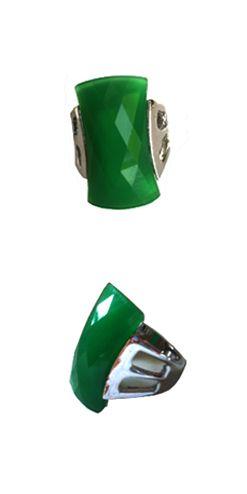Anillo verde tallado, Un imprescindible que aporta un toque chic. http://Alltrendy.es