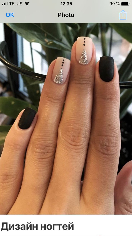 Schwarze und nackte Nägel   – Ongles