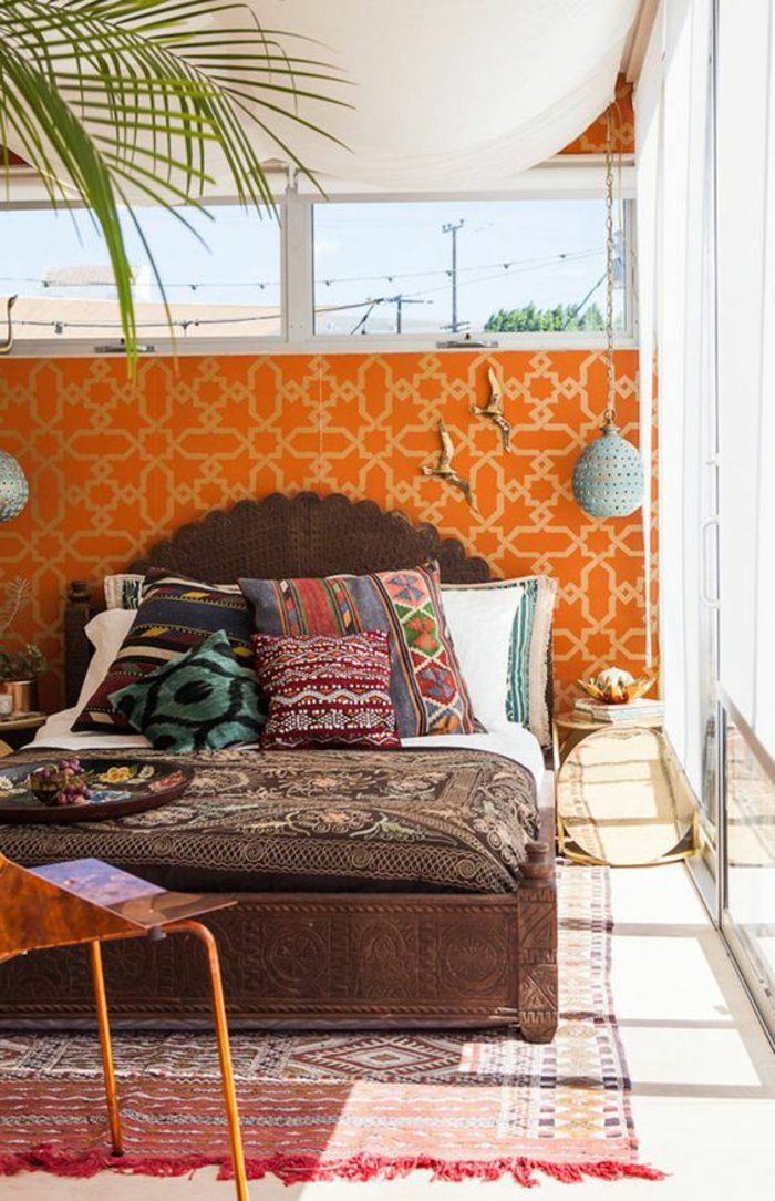 Wandgestaltung Ideen Schafzimmer Orange Tapete Pflanze Hängelampen