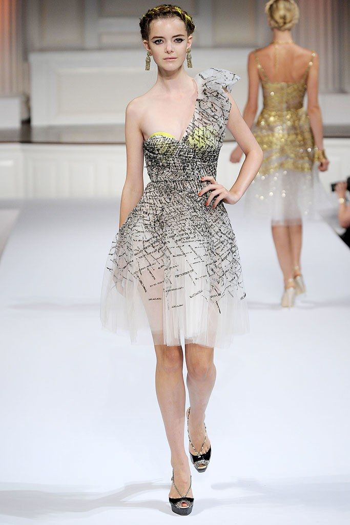 Oscar de la Renta Spring 2010 Ready-to-Wear Collection Photos - Vogue