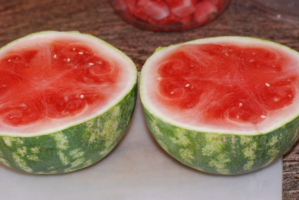 How to Pick a Good Watermelon AND 2 easy ways to cut one! - Made From Pinterest