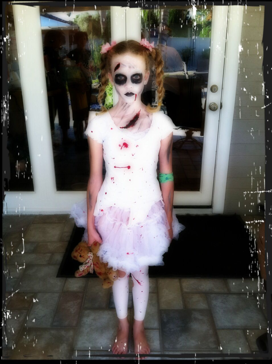 Little girl zombie Halloween makeup, hair & costume. | Halloween ...