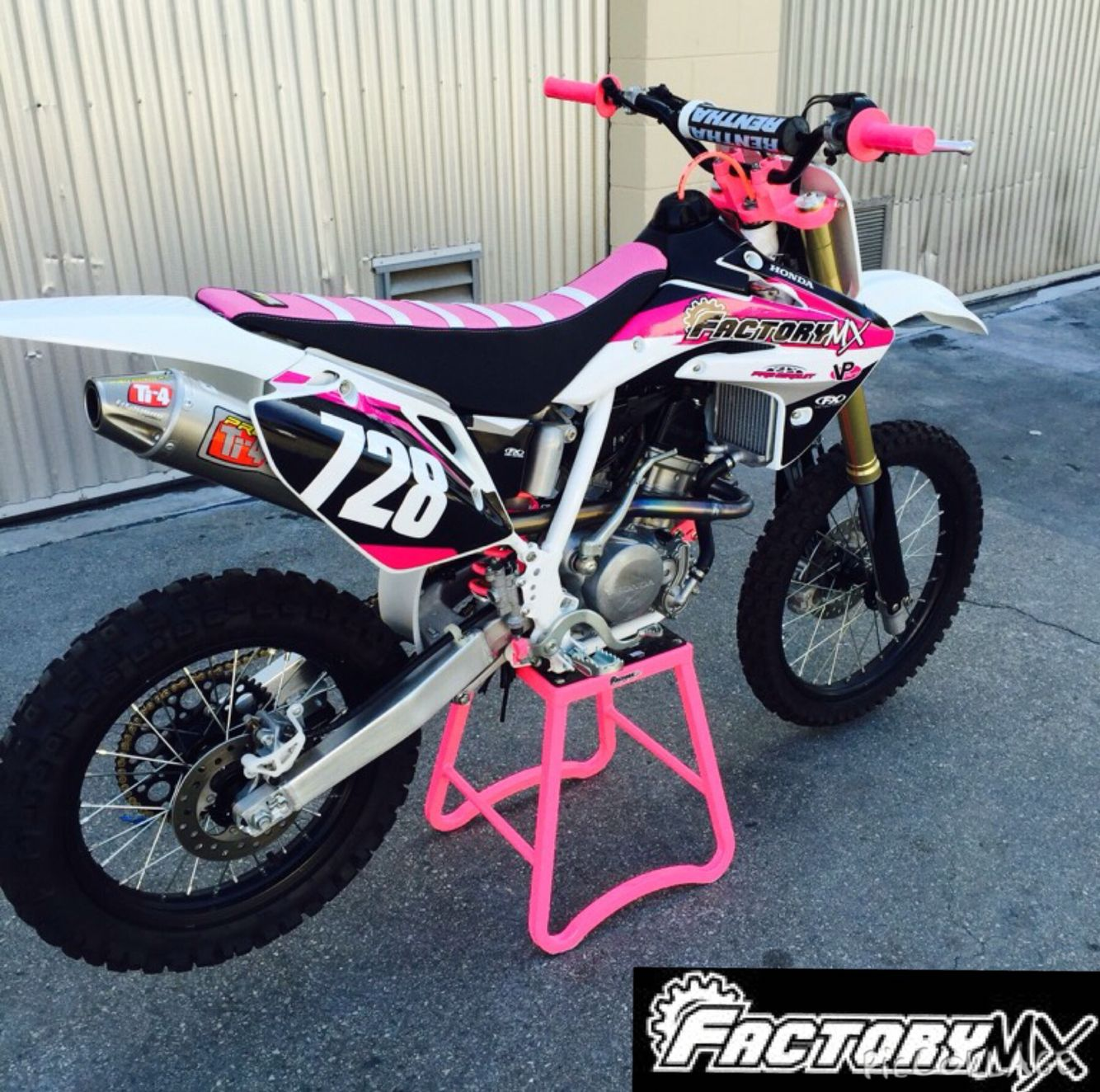 custom crf 150r girls edition dirt bikes pinterest. Black Bedroom Furniture Sets. Home Design Ideas