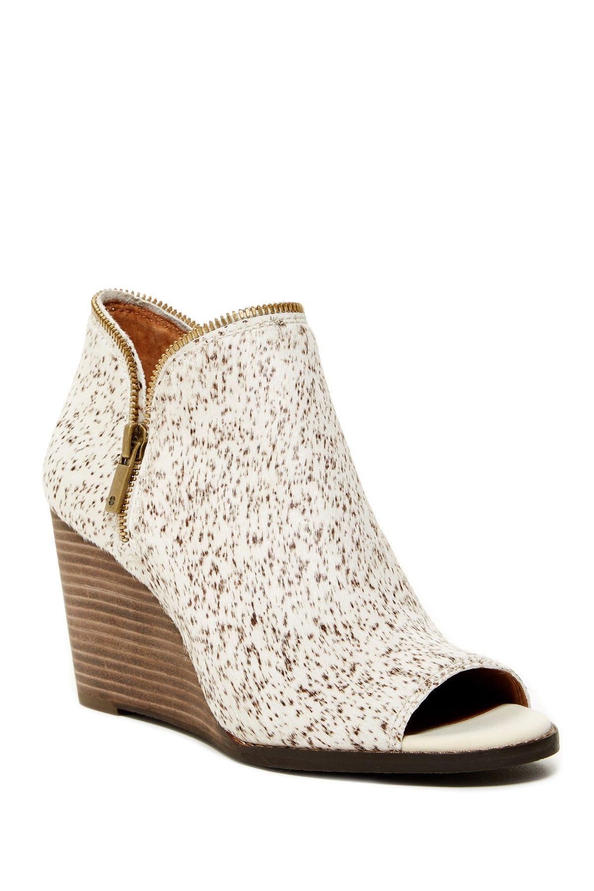 Lucky Brand Jakobie Bootie Pretty shoes, Lucky brand