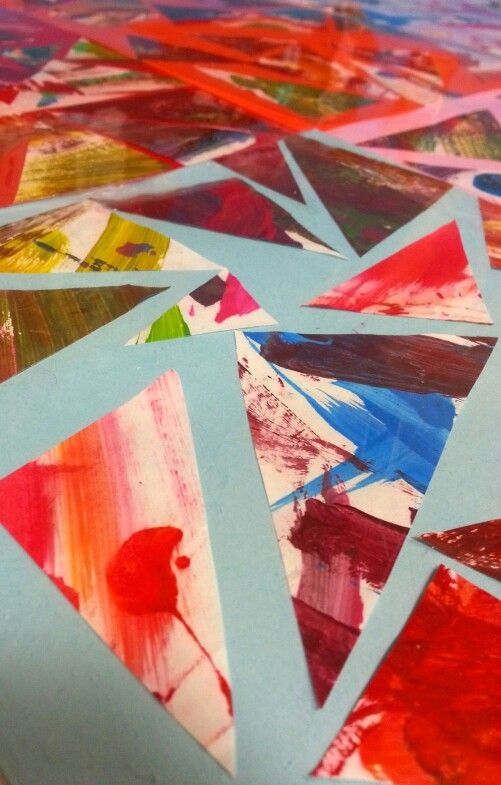 al MIAU mini art university.    Pittura libera dei bimbi piccini (2 / 4 anni) ritagliata a triangoli e poi incollata su cartoncini.