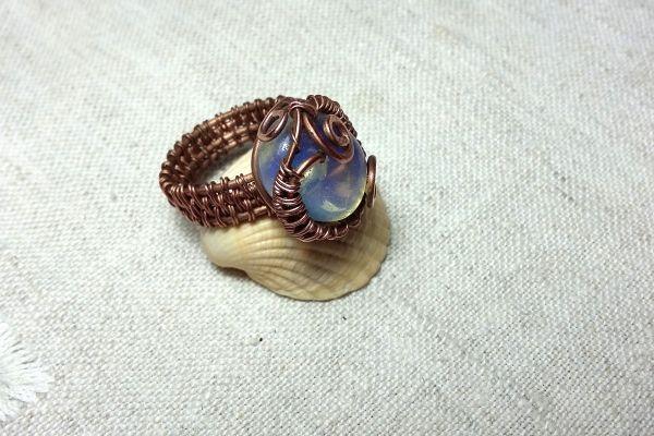 Перстень з міді з місячним каменем