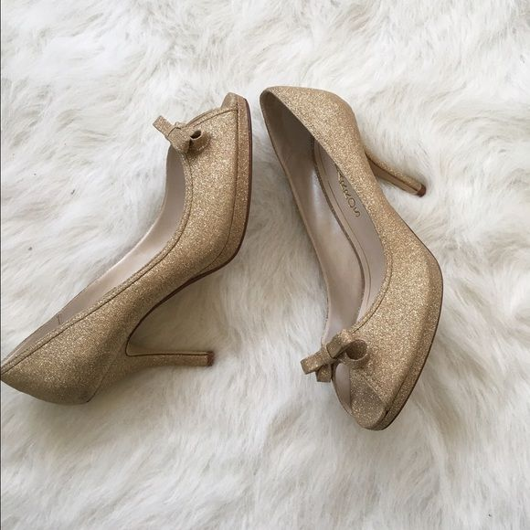 NWOT Gold Glitter Heels Never worn! Mint condition! Heel is 3.5 inches: they are a stunning shiny gold glitter heel. NO TRADES PLEASE Caparros Shoes Heels