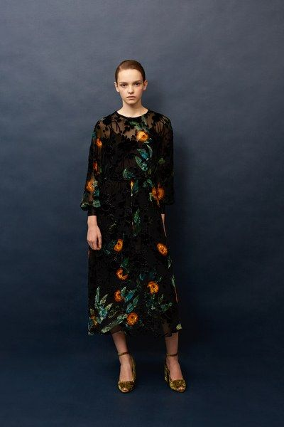 View the full Alena Akhmadullina Pre-Fall 2017 collection.