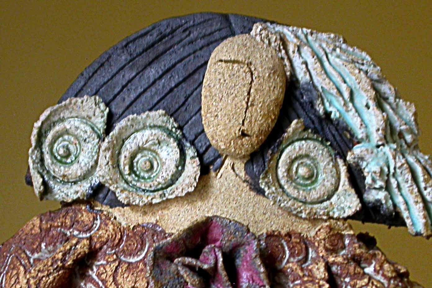 Detalle de menina en cerámica. www.ceramicaonline.es