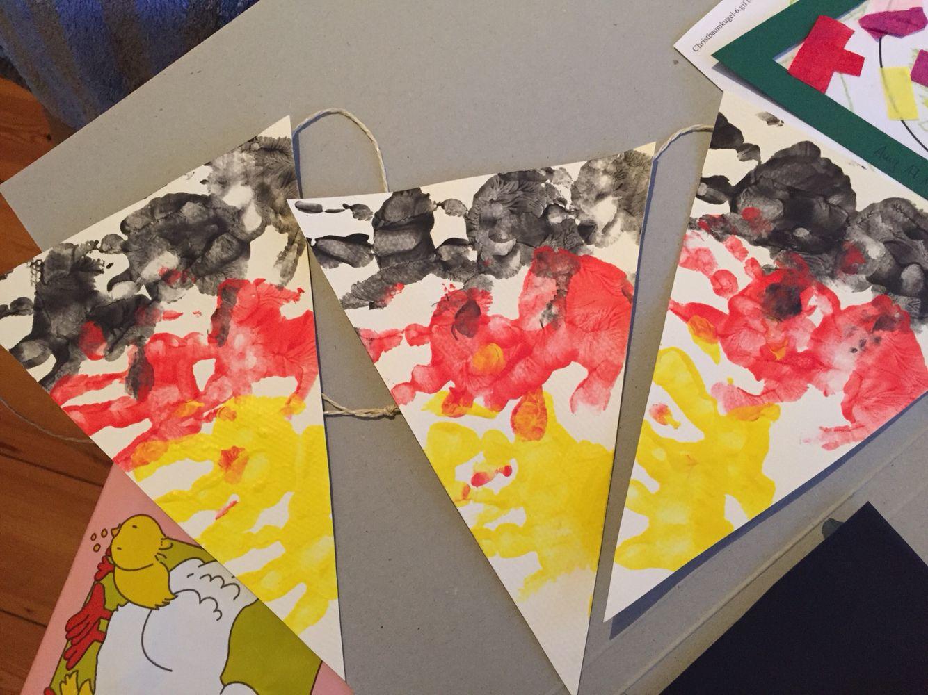 Wimpelkette Wm Mit Handabdrucke Fingerfarben Pinterest Basteln