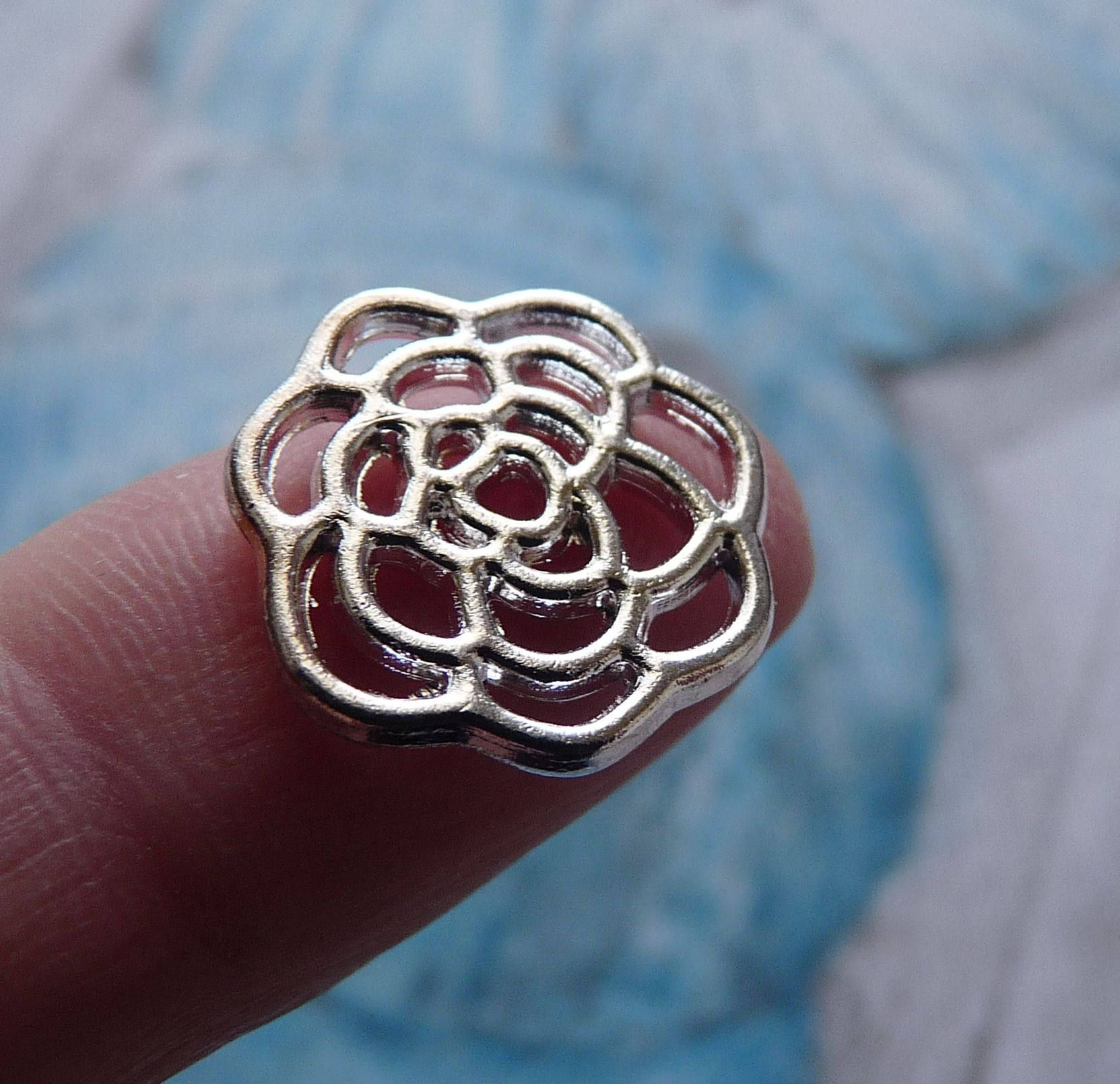 10Pcs Antique Silver Hollow Filigree Flower Charms Pendants for Jewelry Making