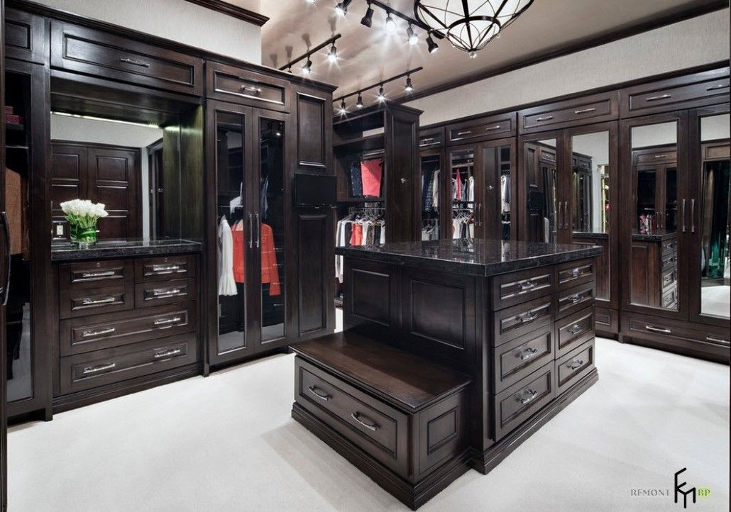 Appealing luxury house interior design with country style for Houses with walk in closets