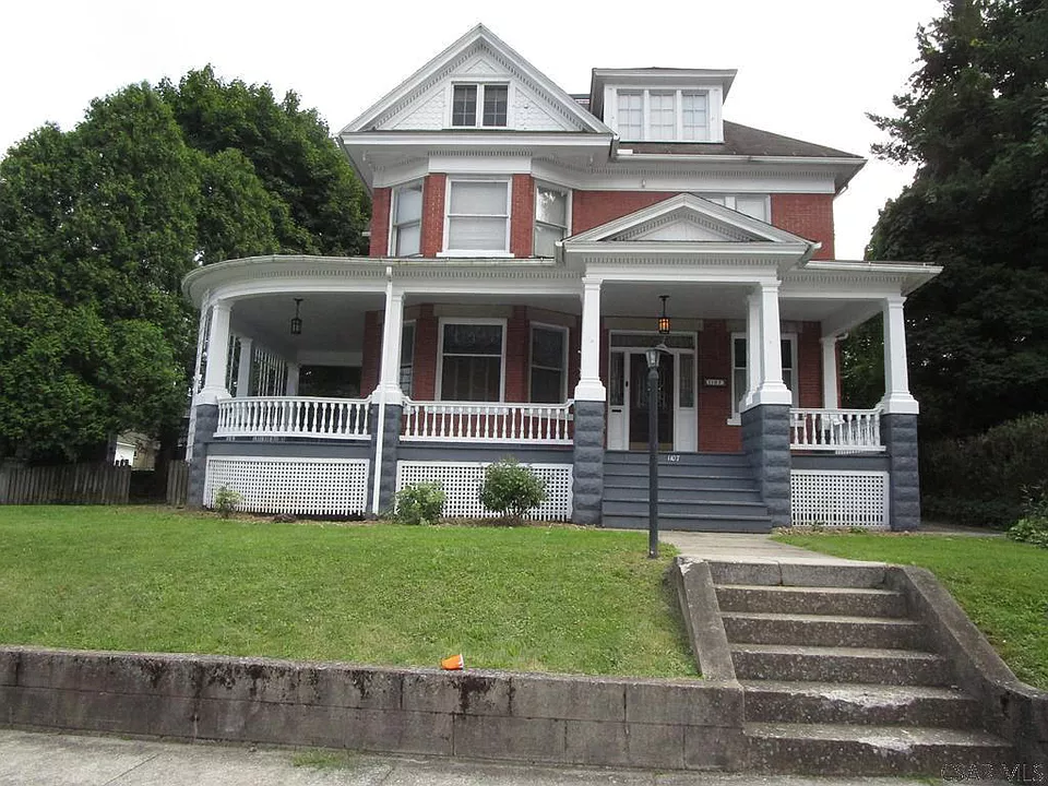 1107 Mckinley Ave Johnstown Pa 15905 Zillow Johnstown Historical Architecture Renting A House