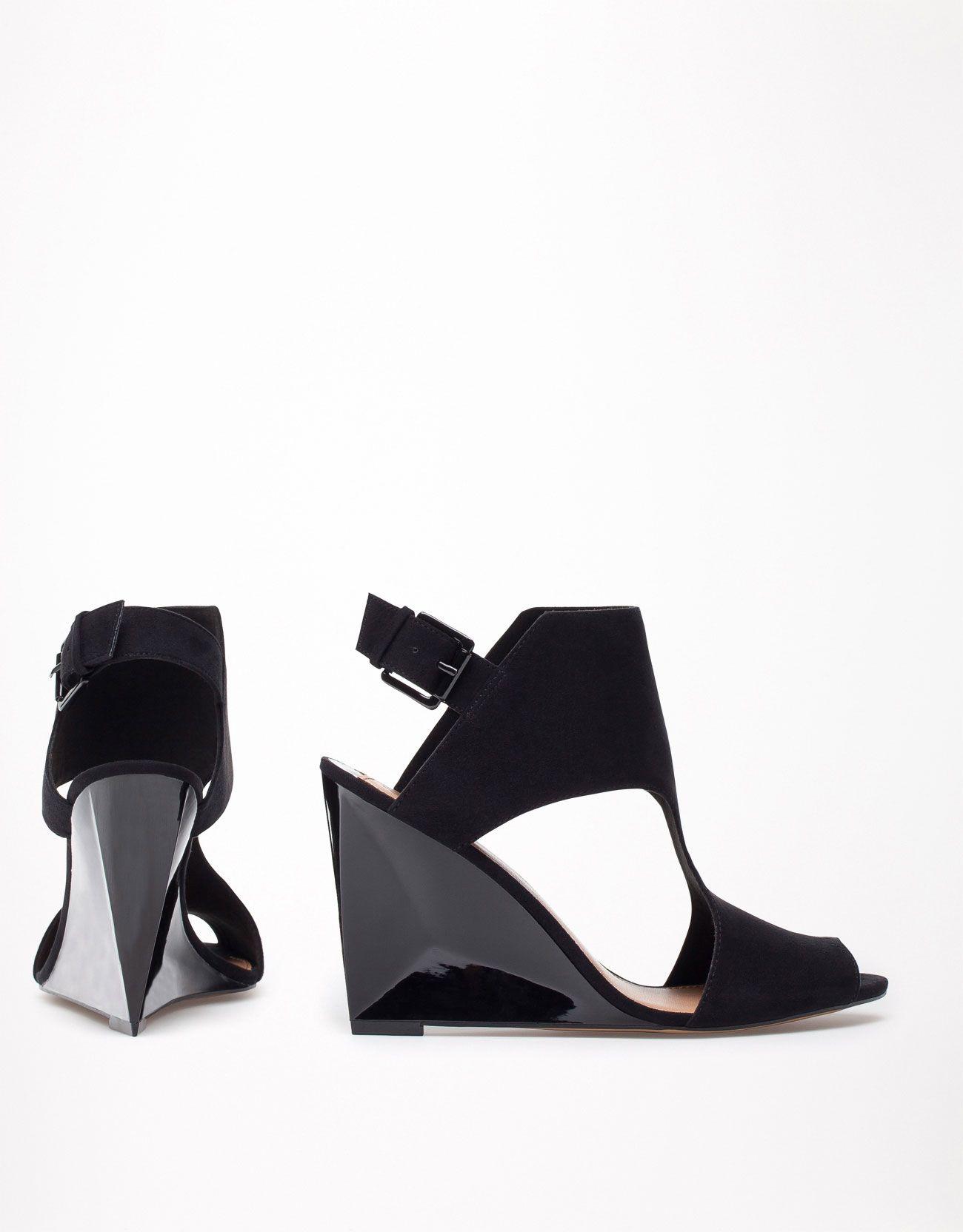 black wedges high heels - Keilschuh Bershka fersenfrei geometrischer Absatz