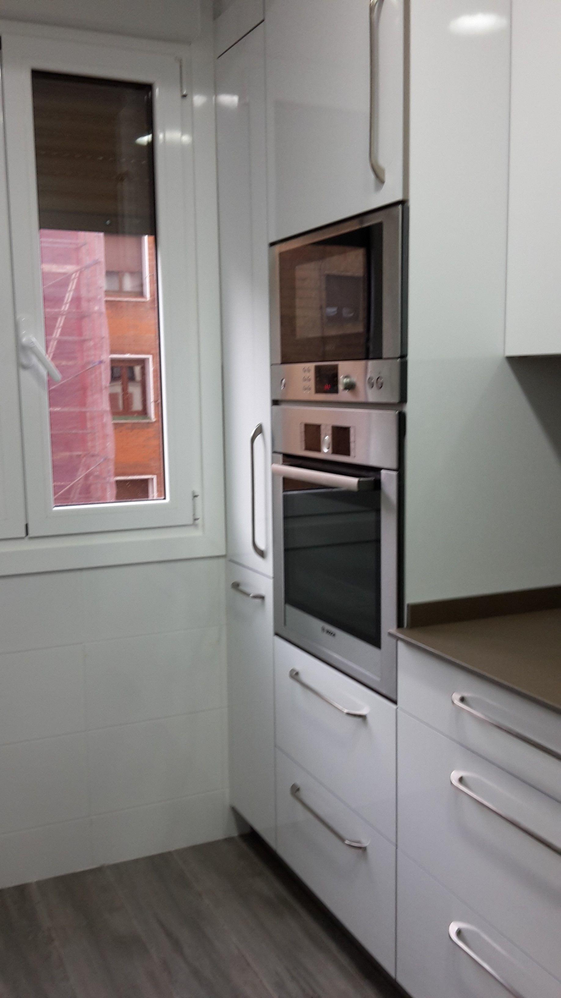 Columna horno microondas la cocina de mis sue os for Hornos para cocinas pequenas