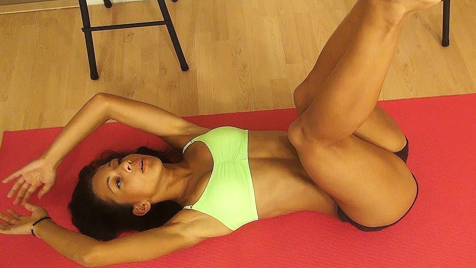 Bikini Body Workout Day 2: Abs & Core