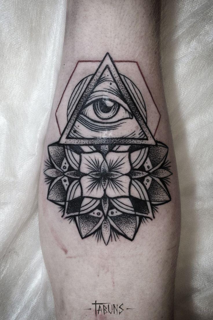 un occhio spesso circondato da raggi di luce (tradizione Cristiana) o,  più raramente, da nubi, inscritto all\u0027interno di un triangolo con la punta.