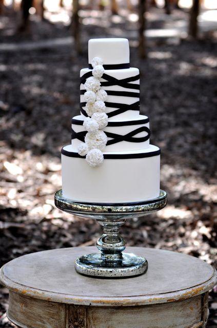 Black and white wedding cake goodness.