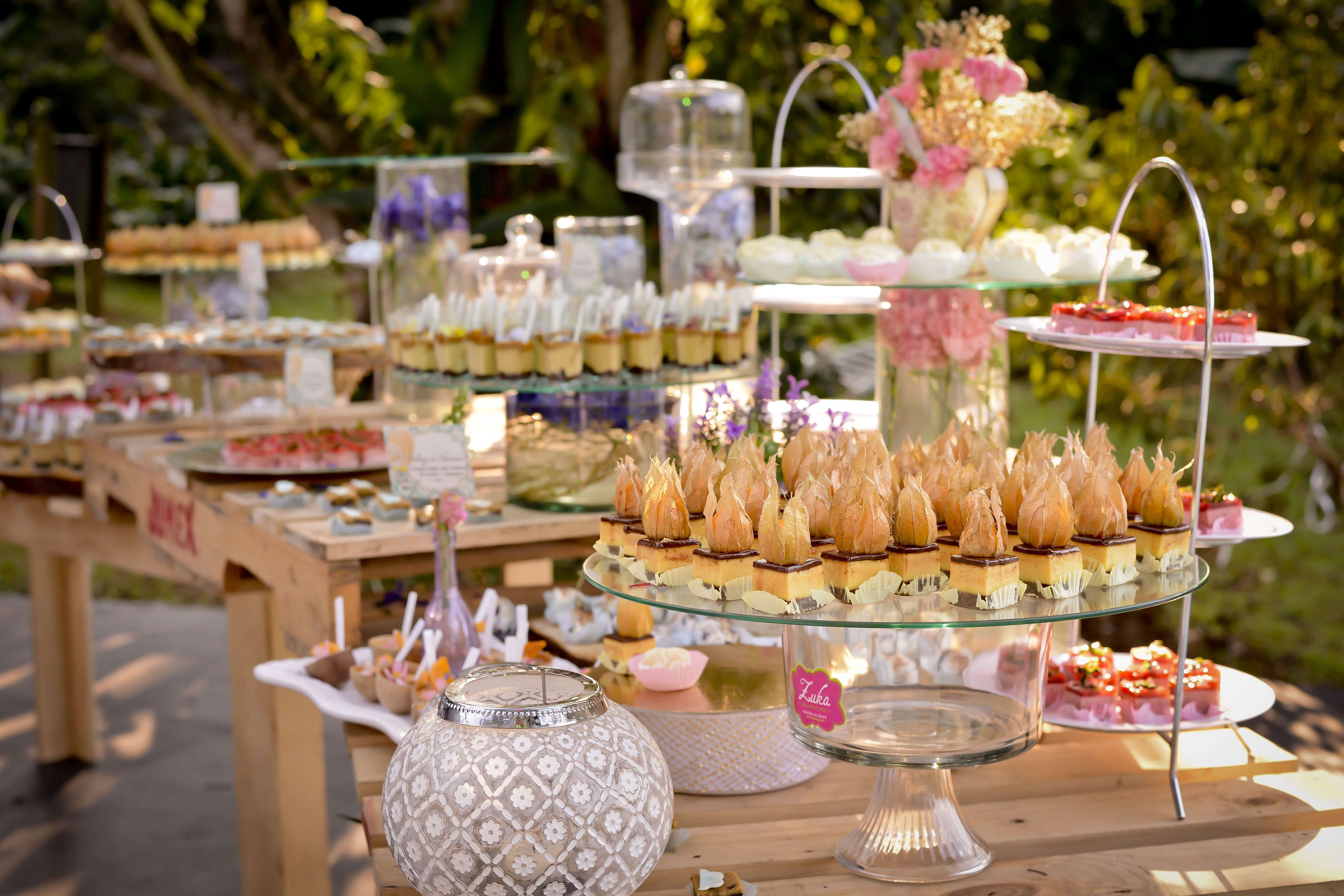 Mesa dulce para una boda campestre bodas matrimonios weddings desserts postres mesas dulces - Mesas decoradas para bodas ...