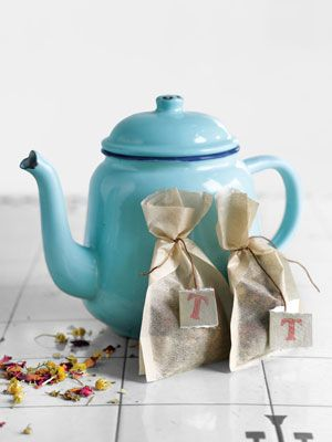 Homemade #gift #idea: Calming herbal tea, which involves nothing more than mixing dried herbs. Wrap them petite sacks cinched with thread and labeled with hand-cut, hand-stamped tags.