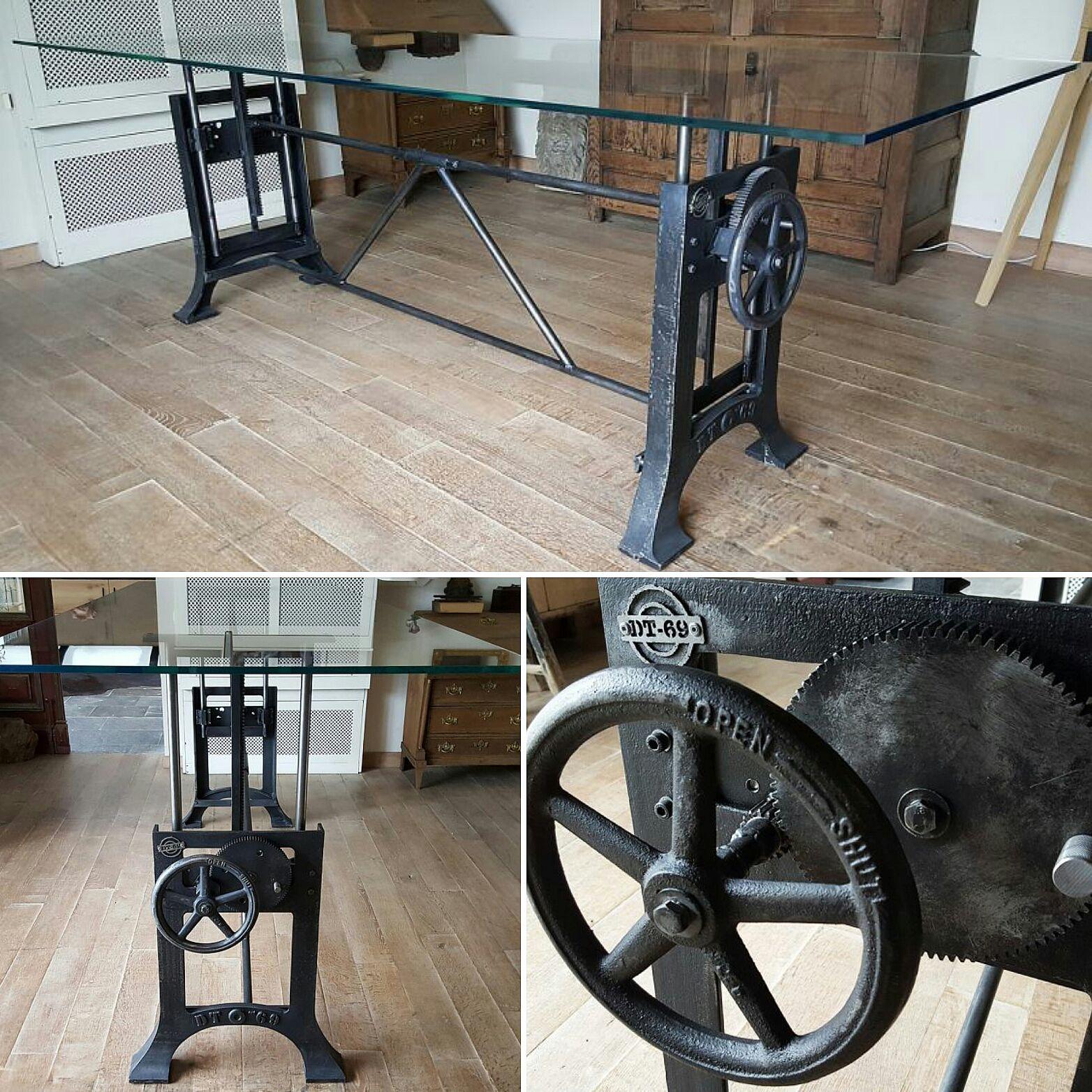 Dieser Industrie Design Tisch Hat Ein Industrielles In Hohe Verstellbar Gusseisengestell Das In Unserer Verstellbarer Tisch Tisch Hohenverstellbar Design Tisch